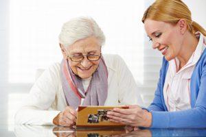Foerdermoeglichkeiten Seniorenbetreuung zu Hause München